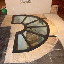 Botola per pavimento / a semicerchio / in metallo / vetrata