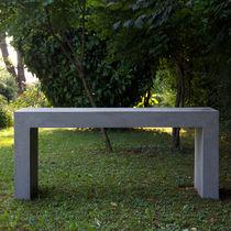 Tavolo moderno / in cemento / rettangolare / da giardino