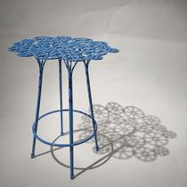 Sgabello da bar design originale / in acciaio / da giardino / blu