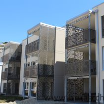 Frangisole in composito / in HPL / per facciata / per veranda