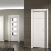 Porta da interni / battente / in legno / semivetrata