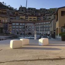 Pouf moderno / in calcestruzzo ad alte prestazioni / da esterno / per spazio pubblico