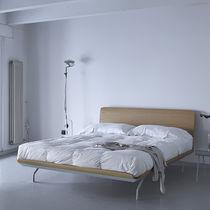 Letto standard / doppio / moderno / in legno