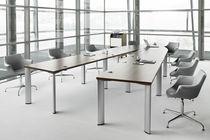 Tavolo da conferenza design originale / impiallacciato in legno / ovale / a forma di U