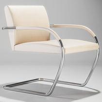 Poltrona design Bauhaus / in pelle / in acciaio / per edifici pubblici