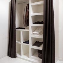 Cabina armadio moderna / in legno laccato / su misura / modulabile