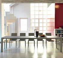 Tavolo da pranzo moderno / in vetro smerigliato / in acciaio / in metallo verniciato