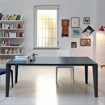 Tavolo da pranzo moderno / in legno laccato / in vetro / in acciaio
