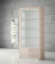 Vetrina moderna / con piede / in vetro / in legno