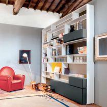 Libreria a muro / pavimento-soffitto / moderna / in vetro