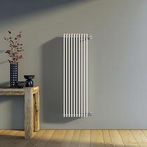 Radiatore ad acqua calda / in acciaio / moderno / verticale