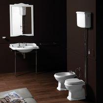 WC da appoggio / in ceramica / con maniglia a leva / con sciacquone in alto