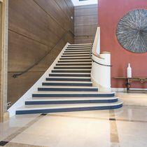 Scala dritta / con gradini in pietra / con alzata / tradizionale