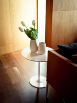 Tavolino moderno / in MDF / in acciaio laccato / rotondo