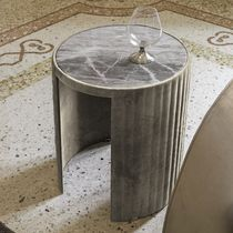 Tavolo d'appoggio moderno / in noce / in ebano / in vetro