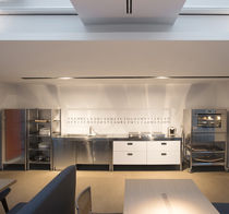 Cucina moderna / in legno laccato / in acciaio inox / opaca