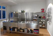 Cucina moderna / in acciaio inox / con isola