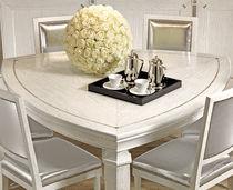 Tavolo moderno / in legno massiccio / in legno laccato / triangolare