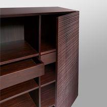 Credenza con piedi alti / alta / moderna / in legno