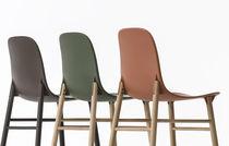 Sedia moderna / in legno massiccio / in tessuto / in poliuretano