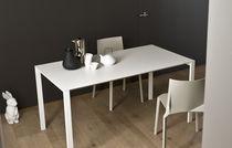 Tavolo design minimalista / impiallacciato in legno / in vetro / in alluminio