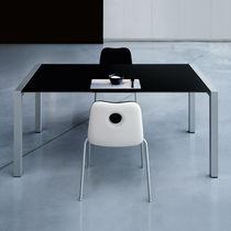 Tavolo da riunione moderno / in vetro / rettangolare / allungabile