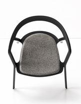 Sedia moderna / impilabile / con braccioli / in tessuto