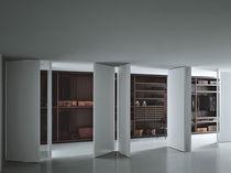 Porta da interni / per cabina armadio / a bilico con asse laterale / in legno