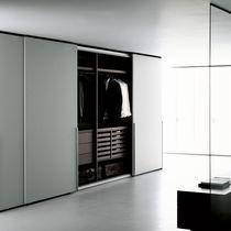 Armadio moderno / in legno / a porte scorrevoli / di Piero Lissoni