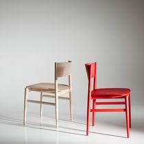 Sedia moderna / imbottita / con braccioli / in legno massiccio