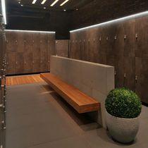 Armadietto spogliatoio in legno / per impianto sportivo / per centri benessere / per ambienti umidi