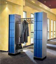 Armadietto spogliatoio in metallo / standard / per edifici pubblici / con barre appendiabiti