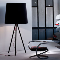 Lampada con piede / design originale / in alluminio / da interno