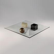 Tavolino basso design originale / in vetro / quadrato / da interno