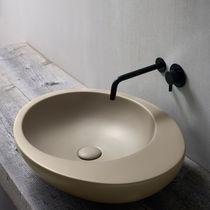 Lavabo da appoggio / ovale / in ceramica / design originale
