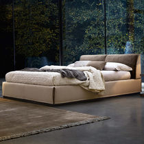 Letto matrimoniale / design minimalista / in pelle