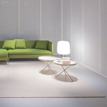 Tavolo d'appoggio moderno / in legno laccato / impiallacciato in legno / rotondo