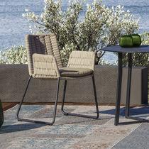 Sedia da giardino moderna / con braccioli / a slitta / in alluminio