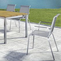 Sedia moderna / con braccioli / impilabile / a schienale alto