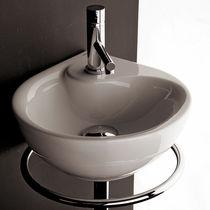 Lavabo sospeso / ovale / in porcellana / moderno