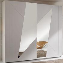 Armadio moderno / in legno / in legno laccato / a porte scorrevoli