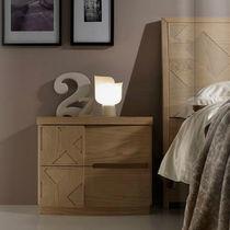 Comodino moderno / in legno