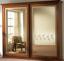 Armadio classico / in legno laccato / a porte scorrevoli / a specchio