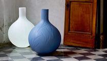 Vaso moderno / in polietilene a bassa densità LDPE / luminoso / di Christophe Pillet