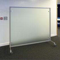Divisorio per ufficio a pavimento / in vetro / a rotelle