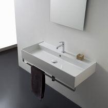 Lavabo sospeso / rettangolare / moderno / con portasalviette integrato