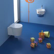 WC sospeso / in ceramica / con sciacquone ad incastro / per bambini