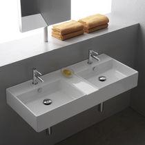 Lavabo doppio / sospeso / rettangolare / in ceramica