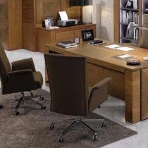 Poltrona da ufficio moderna / in pelle / con rotelle / per uso residenziale