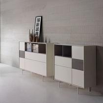 Credenza alta / moderna / in legno laccato